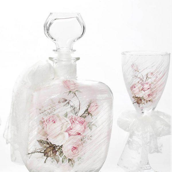 Σετ καράφας και ποτήρι κρασιού με ζωγραφισμένα ροζ αχνά τριαντάφυλλα και λευκή κορδέλα