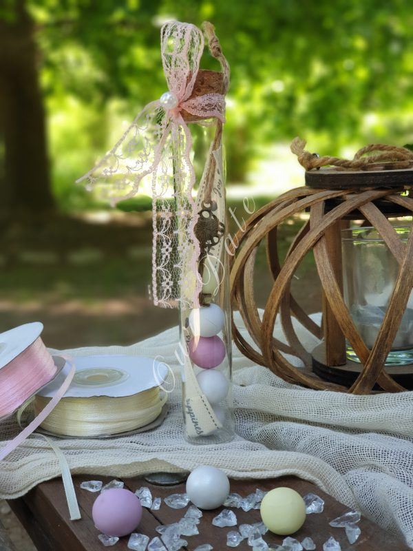 Μπομπονιέρα γάμου-γαμοβάπτισης σωλήνας με κλειδί και πολύχρωμα κουφέτα